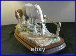 Border fine arts Very Rare Horse Gently Grazing By Ray Ayres, LTD EDT Of 350